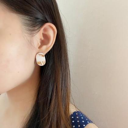 RESIN CLAY EARRINGS Small White Gol..